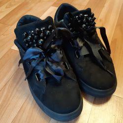 Стильные кросы в отличном состоянии