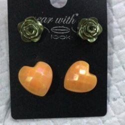 A set of earrings (2 pairs). New.