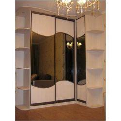 Angular sliding wardrobe with the Radial Wall