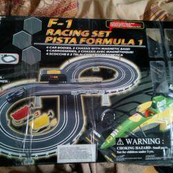 Автогонки- игрушечная трасса
