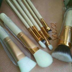 Zoeva set of 8 brushes + clutch