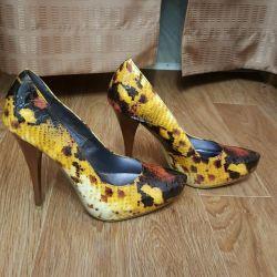 Pantofi pentru femei noi