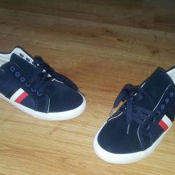 Yeni erkek spor ayakkabısı