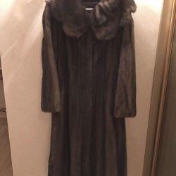Θα πωλίσω ένα παλτό μινκ από το καναδικό μινκ