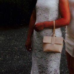 Dress guipure color champagne, stiletto in