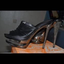 Sandals (shoes) p.40