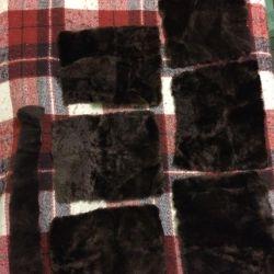 Dikişli koyun derisi parçaları