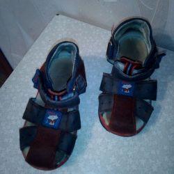 Băieți de sandale