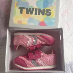 Tw Sneakers İkizleri