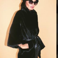 Black Lama fur coat. Brought to sell. Nova