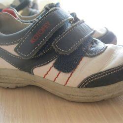 Çocuklar için spor ayakkabısı. Deri. Beden 25