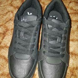 Продам кроссовки из Германии