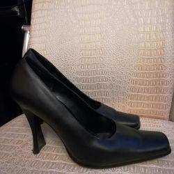 Deri ayakkabılar + hediye sandaletleri