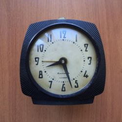 Mechanical clock with alarm clock Amber