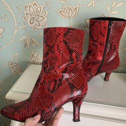 Ankle boots from python p. 36.5. New