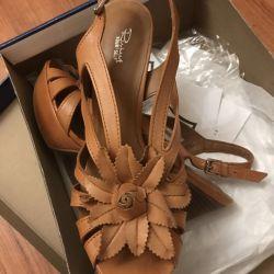 Deri sandaletler