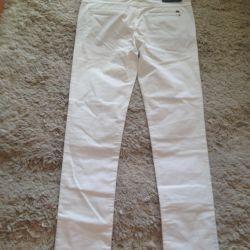 Θα πωλούν μοντέρνα λευκά παντελόνια εξαιρετικής ποιότητας
