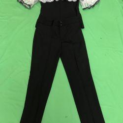 Costum cu dantelă