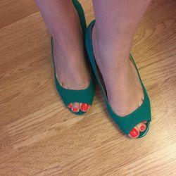 pantofi deschizători la picioare