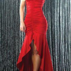Το φόρεμα είναι απολύτως νέο!