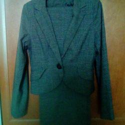 Trouser suit bi fries. 44-46.