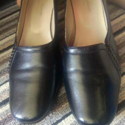 Düşük topuk ayakkabı