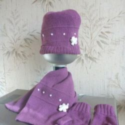 Шапочка с шарфом и перчатками