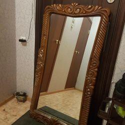 Τεράστιο καθρέφτη με σκαλισμένα ξύλινα σύνορα