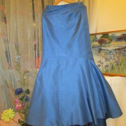 Evening skirt to the floor.