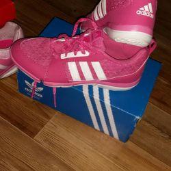 New lightweight sneakers from adidas (original)