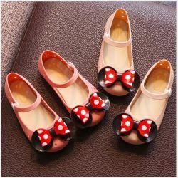 Çocuk bacakları için Minnie Mouse