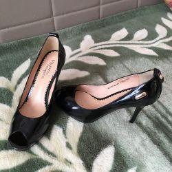 Νέα παπούτσια από την Waleriya Westfalika