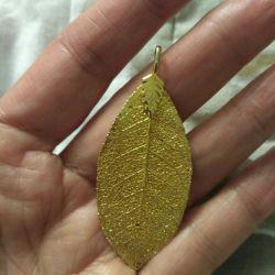 Pendant leaf