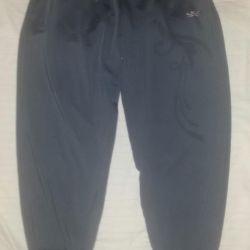 Pantaloni noi