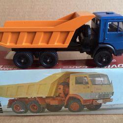 Model scale 1/43 Kamaz-5511 dump truck in a box
