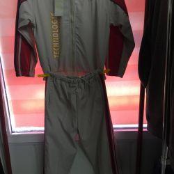 Спортивный костюм из плащевки.