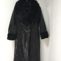 Δερμάτινο παλτό με πανοραμική γούνα