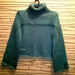 Большой выбор шерстяных женских свитеров.