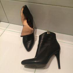 От Capricci Ankle Boots. Size 36.