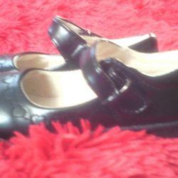 Νέα παπούτσια 28