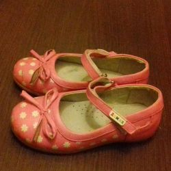 Open-toe sandals closed to the girl