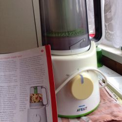 Steamer with a blender for cooking baby
