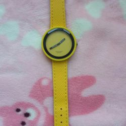 Summer hours are bright yellow