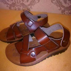 Noul sandal din piele