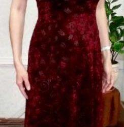 Το φόρεμα είναι βελούδο