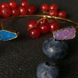 Agate bracelet with gilding