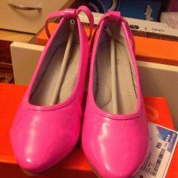 Туфли ярко-розовые 32 размер
