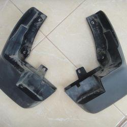 Çamur kapakları Xonda-CRV çiftinde orijinaldir.