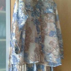 The suit is new, skirt length 90cm, blouse length 70 cm