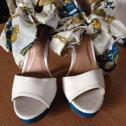 Beyaz sandaletler (beden 36)